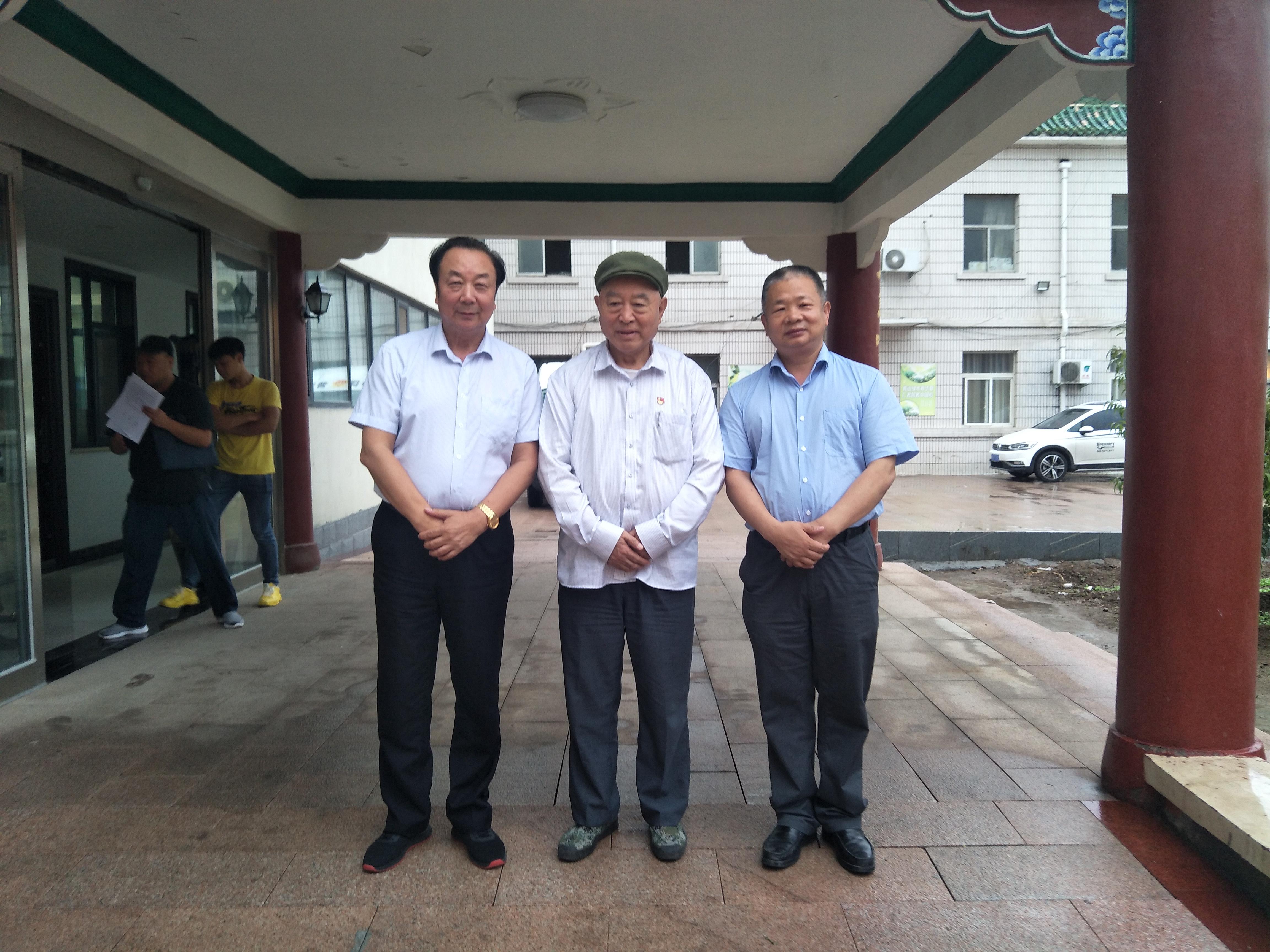 全国优秀乡镇党委书记吴金印会见普法中心领导就中国法治乡村建设工作进行交流